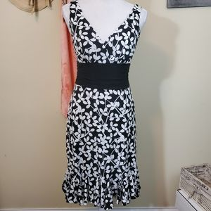 **White House Black Market XS Black & White Dress